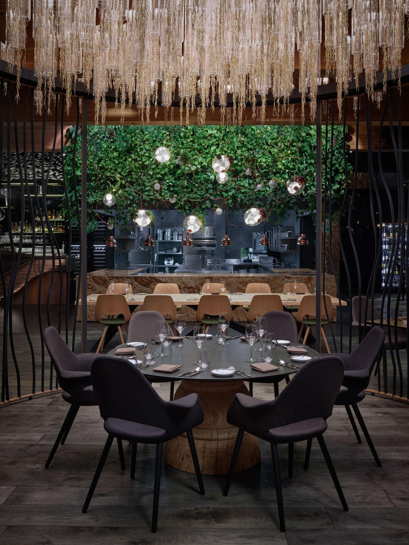 Jídelní stoly pro Restauraci Entree, Olomouc